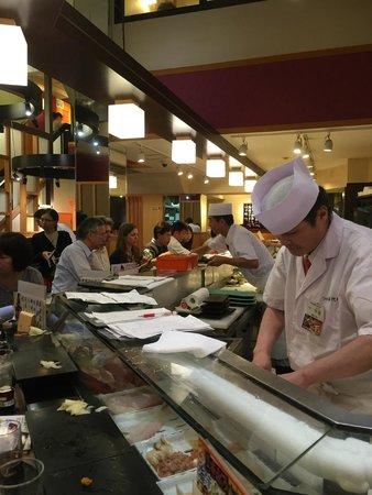 Sushizanmai Tsukijiekimae-ten: our sushi chef