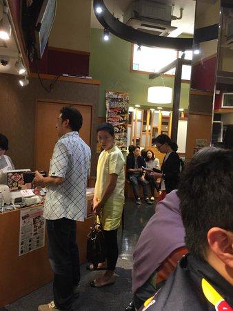 Sushizanmai Tsukijiekimae-ten: paying bill