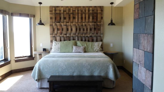 Youngberg Hill : bed with wine barrel headboard