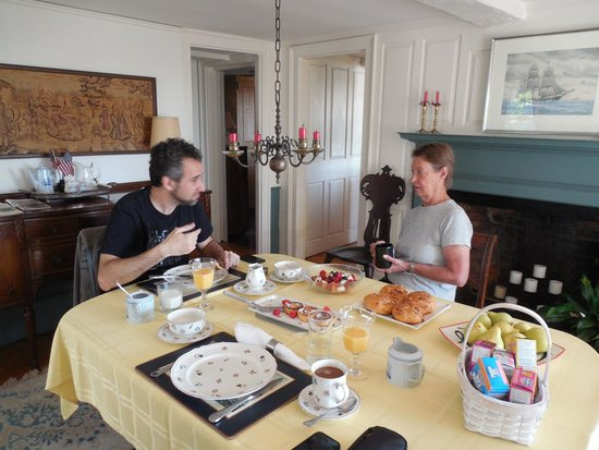 The Terraces: Having breakfast with Sylvia