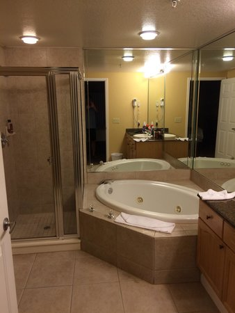 Silver Lake Resort: Master bathroom