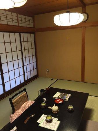 Izumiya Zenbei: 新館の10畳の和室です。