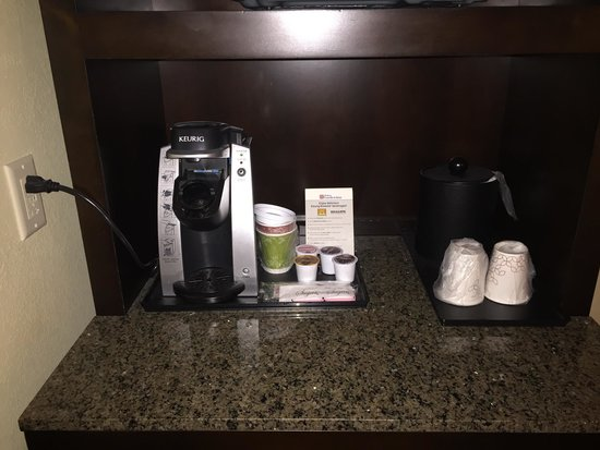 Hilton Garden Inn Charlotte/Ayrsley : They have Keurig Brewers! Great coffee!