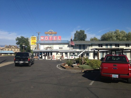 Oregon Trail Motel: View from the Restaurant