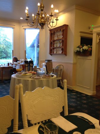 Grandma's Feather Bed Restaurant: Hotel continental breakfast, plus made-to-order hot items available.