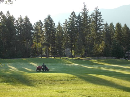 Meadow Lake Resort: looking out from our deck onto the golf greens