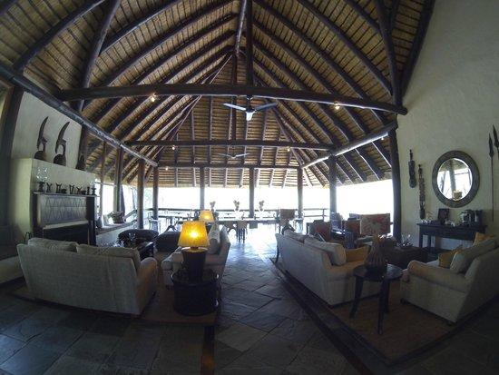 Sabi Sabi Little Bush Camp: lounge / dining area