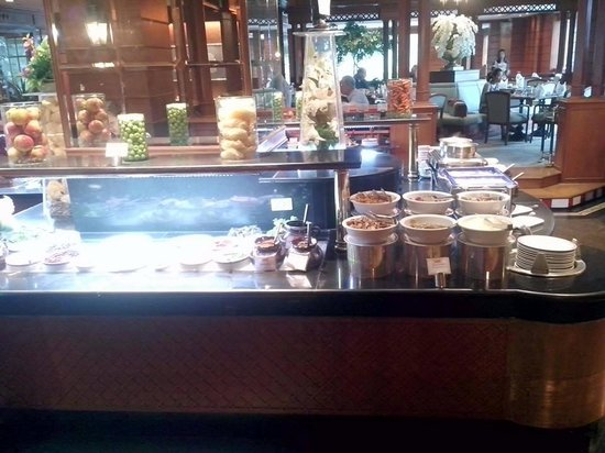 Pullman Khon Kaen Raja Orchid: อาหารเช้า สลัด ธัญพืช น้ำเต้าหู้