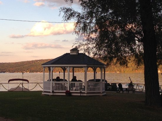 Keuka Lakeside Inn: The Inn has a lovely gazebo to sit and enjoy the lake!