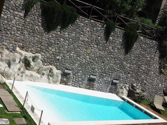 Amalfi Holiday Resort: pool area