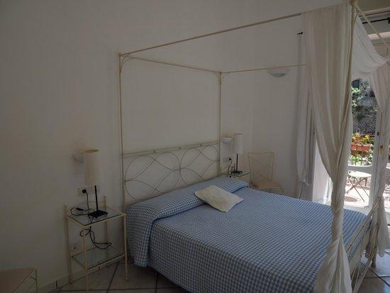Amalfi Holiday Resort: Master bedroom
