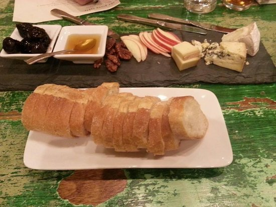 The Green Table : Cheese plate