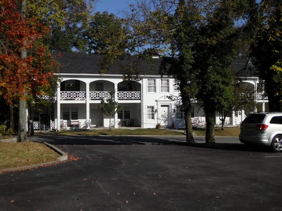 Beaumont Inn: Goddard Building - across from Main Building