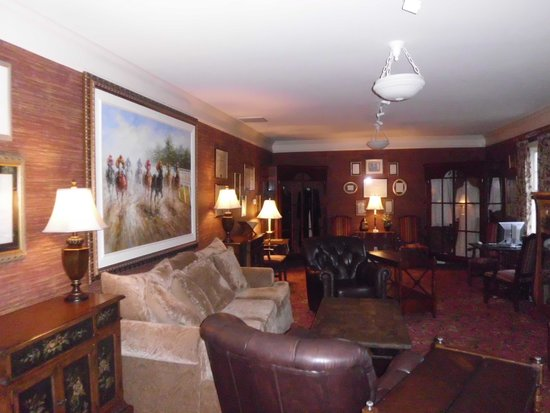 Beaumont Inn: One of many Sitting room in Main Building