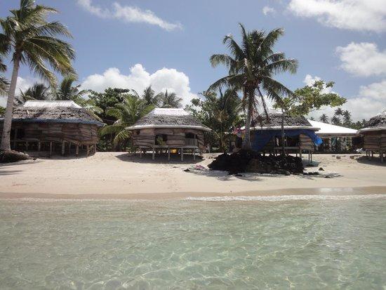 Joelan Beach Fales: Fales fro the water.