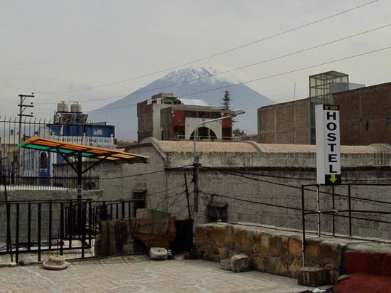 Hostel Positive Backpackers: Vista desde la terraza - habitaciones del 1º piso