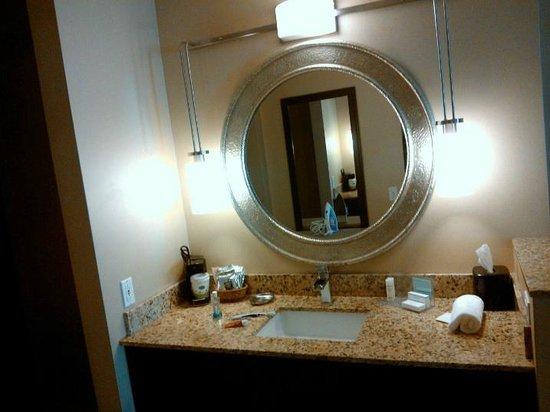 Hampton Inn Phoenix-Biltmore: Bedroom