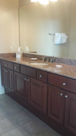 Wyndham Green Valley Canoa Ranch Resort: Good-sized bathroom