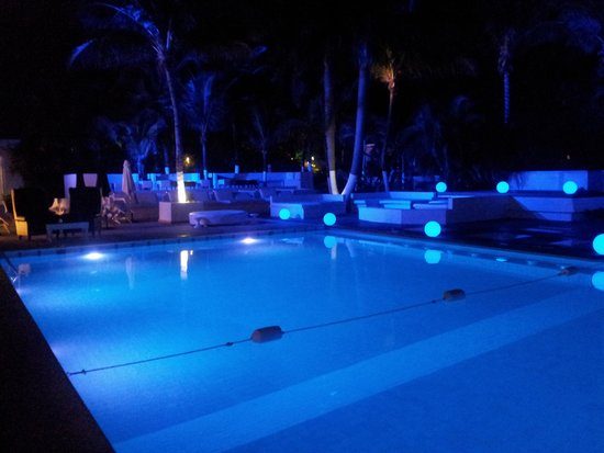 Smart Cancun by Oasis: Pool area