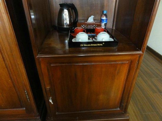 Golden Spring Hotel: service  à thé, café chambre 301