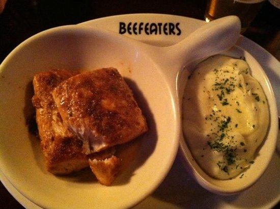 Beefeaters British Grille & Ale House : Blackened Mahi Mahi and Shepard's Mashed Potatoes