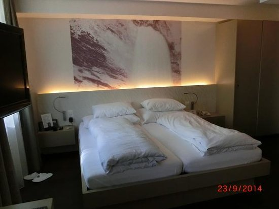 CASCADA Hotel: Room 306
