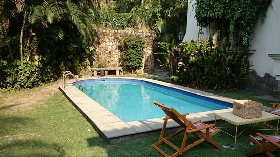 Casa Beleza: peaceful well kept yard