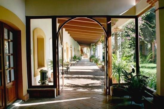 Hotel Hacienda Los Laureles Spa: pasillo hacia los cuartos