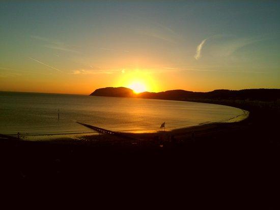 St. Tudno Hotel: sunrise over Llandudno