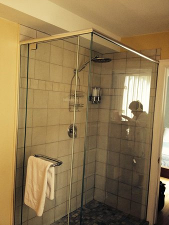 Au Coeur Urbain: The shower of La Bretonne