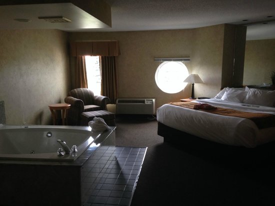 Comfort Inn & Suites Hotel and Conference Center: King Parlor Hot Tub Suite