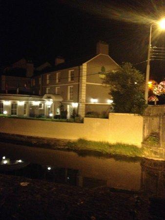 Rowan Tree Hostel: hostel from the bridge