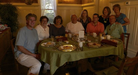 Hennessey House Bed and Breakfast: Our group enjoying our last breakfast