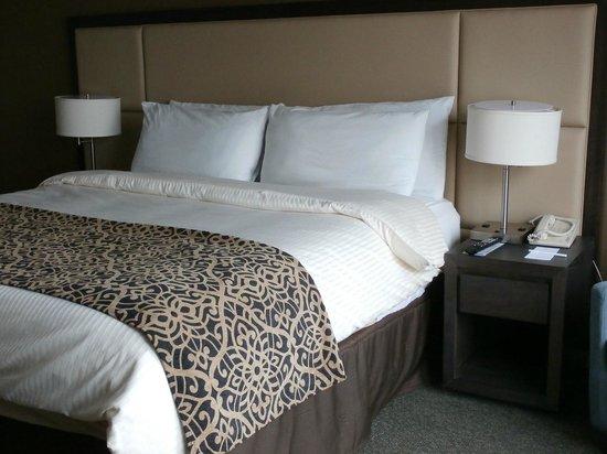 The Windsor Suites: ほどよい堅さのベッド