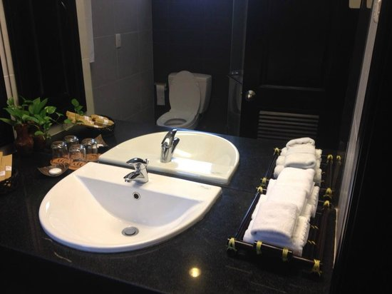 Muine Bay Resort: Bathroom sink