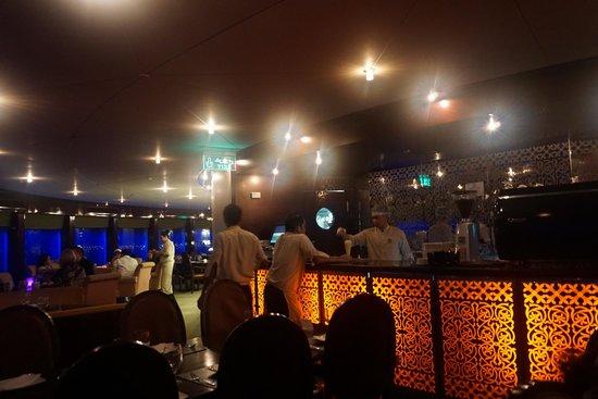 Tiara: Restaurant