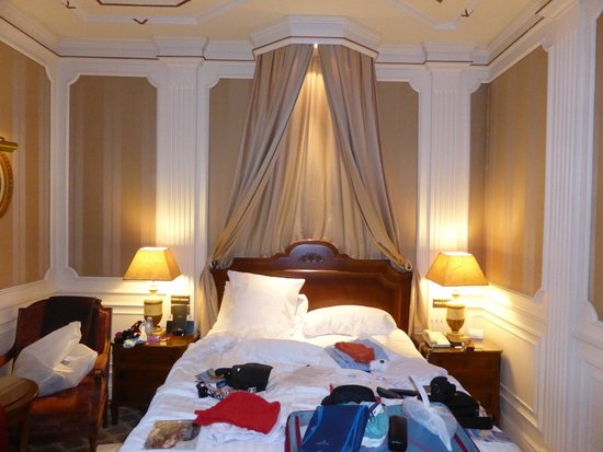 Gran Melia Fenix: Our room, with messy bed.