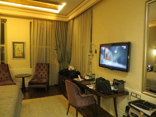 Levni Hotel & Spa : room #1304 (wood floor with area rug)