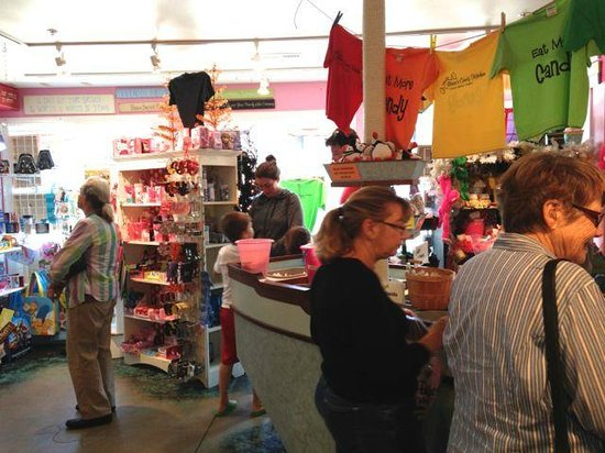 Bruce's Candy Kitchen: Inside the candy store!