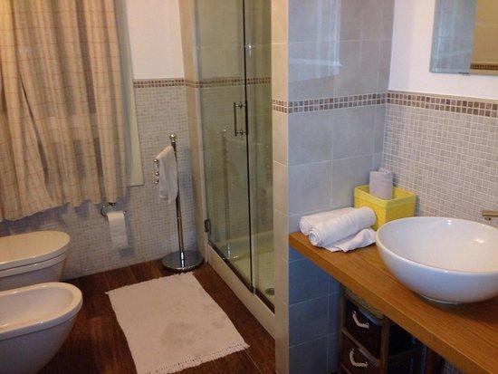 Bombyx Inn : Bathroom
