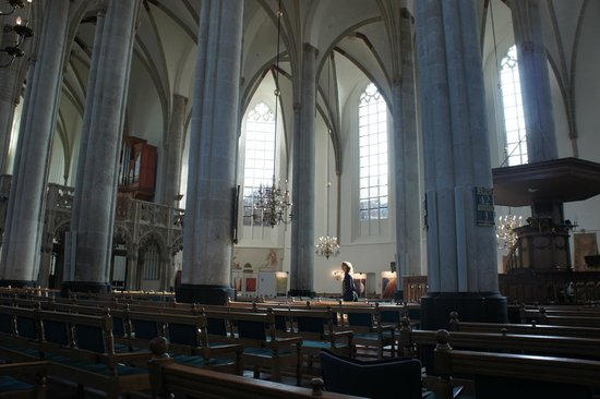 Sint-Joriskerk: the interior