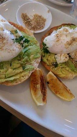 Cafe Aqua: smashed avocado