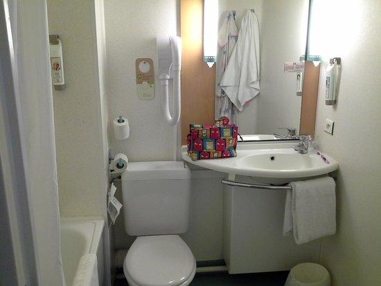 Ibis Arras Centre Les Places: my bathroom