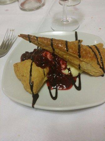Osteria Nonnanna: Sfogliare la di Nonnaanna con crema e frutti di bosco