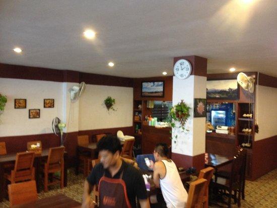 Massaman Restaurant & Bar: Front desk