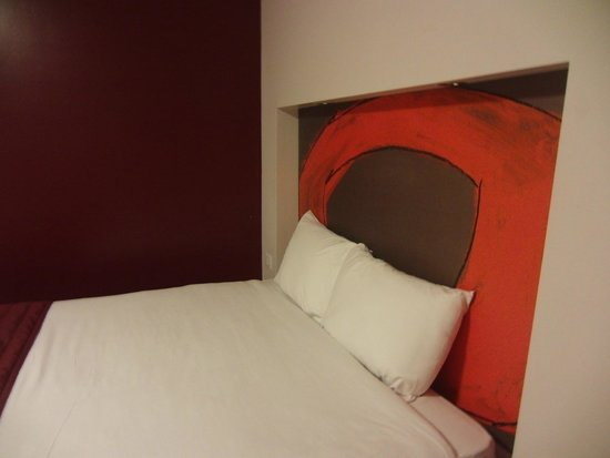 Ramada London Stansted Airport: Кровать