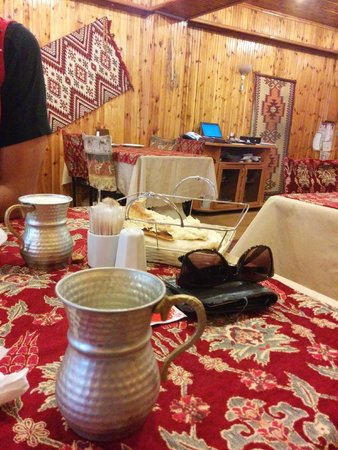 Comlek Restaurant: Traditional interiors