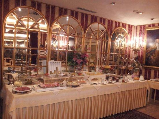 Hotel Palais Porcia: Frühstück im wundervollem spiegelsaal
