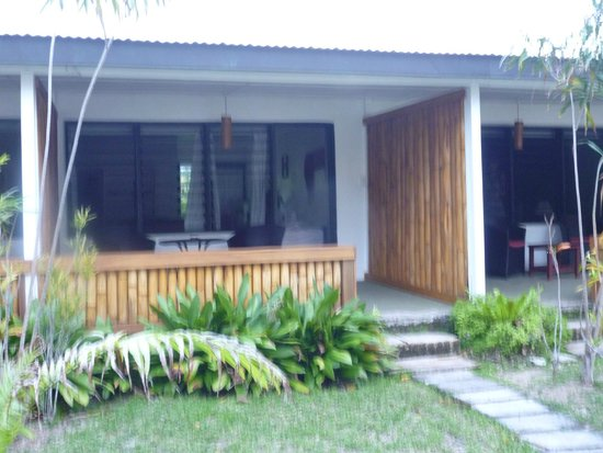 Turtle Bay Lodge: Beachfront bungalow with double bed and single bed