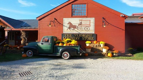 Vermont Country Store: Fall in a pickup in back of store